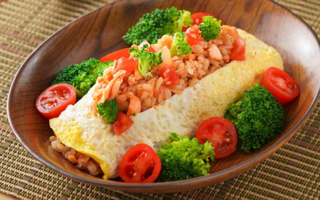 和風鮭魚蛋包飯,讓你吃到豐富纖維的蛋包飯!