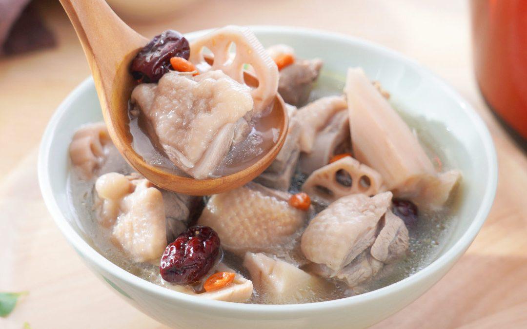 秋季養生藥膳 – 蓮藕紅棗雞湯