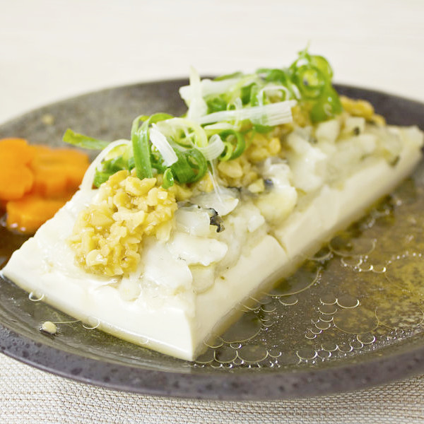 金銀蒜龍膽魚片蒸豆腐