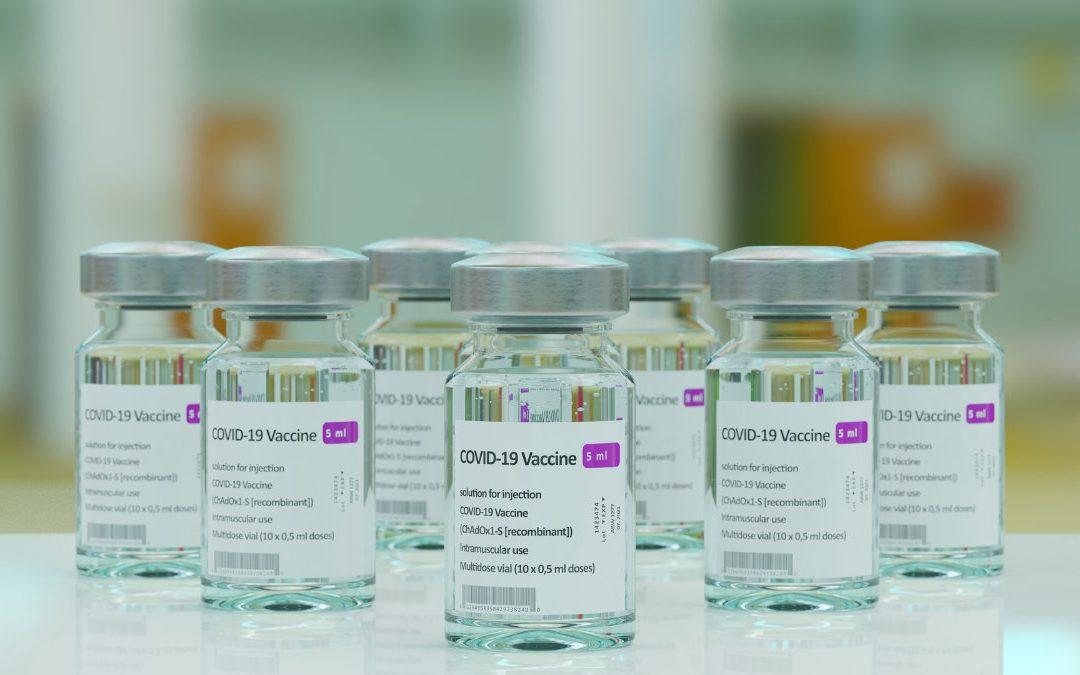 打疫苗前後要喝水? 李秉穎醫師破解新冠疫苗 10 大迷思
